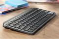 Minimalistisch draadloos toetsenbord