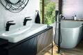 Klujdi Black Beautyin mat zwart – Blikvanger in badkamer