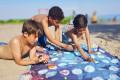 Strandlaken en bordspel ineen